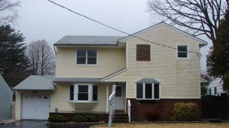 South Huntington 15 Bradbury Ave. $309,900 Set on
