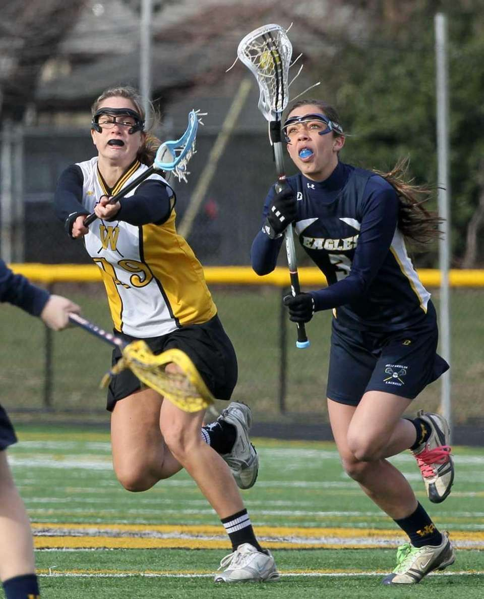 Paula Schmidt #19 of Wantagh battles for the