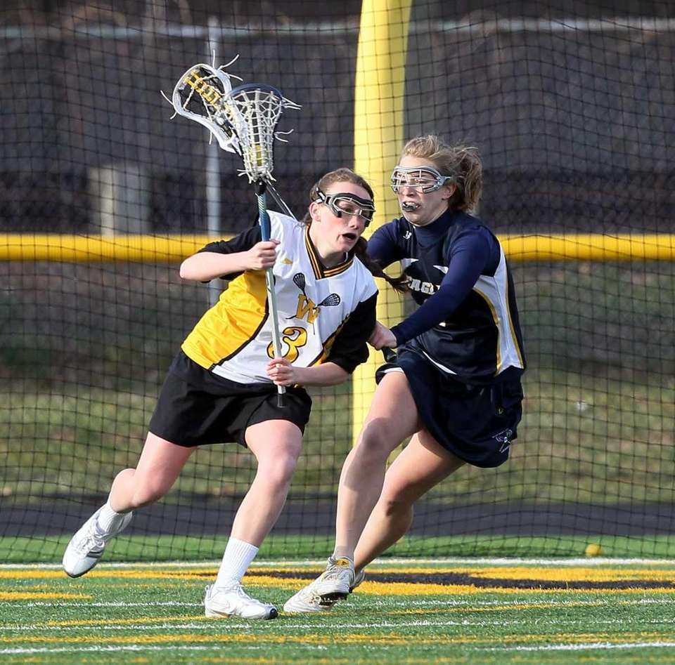 Collen Lovett #3 of Wantagh controls the ball