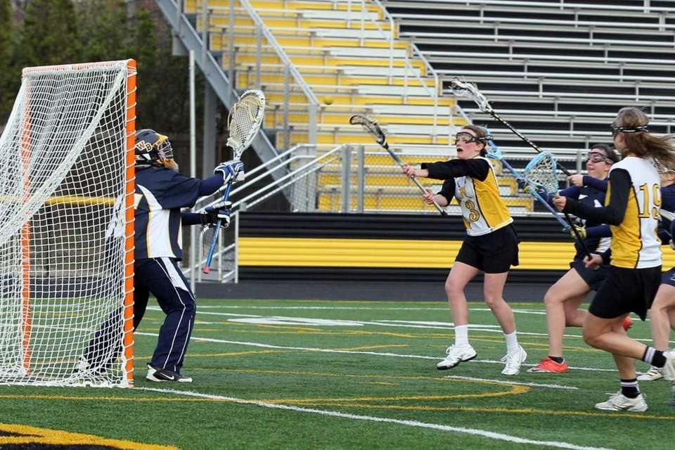 Collen Lovett #3 of Wantagh takes a shot