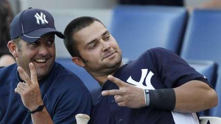 New York Yankees batting coach Kevin Long, left,