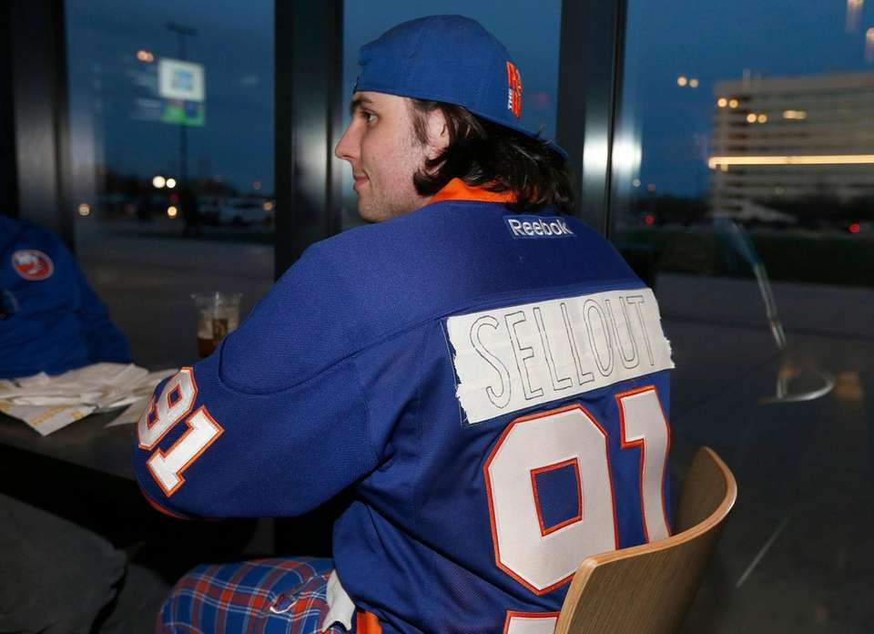 A New York Islanders fan wears a jersey