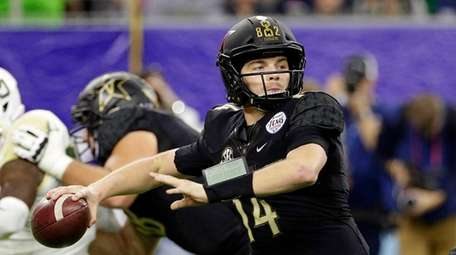 Vanderbilt quarterback Kyle Shurmur passes the ball against