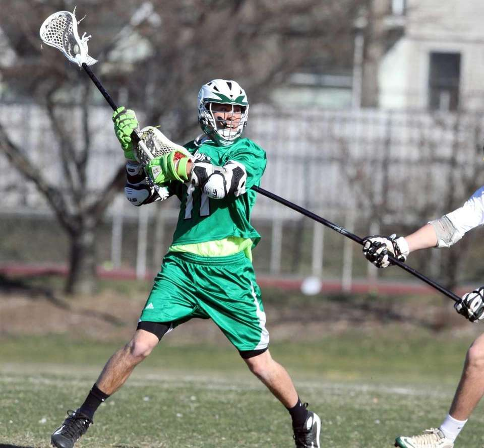 Farmingdale's Sal Tuttle gets ready for the shot