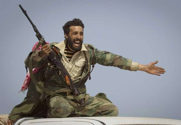 A Libyan rebel urges people to leave, as