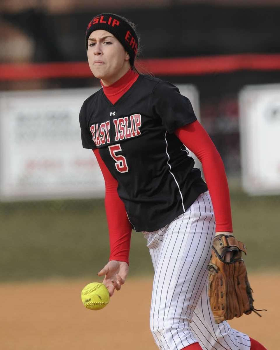 East Islip pitcher Courtney Blake pitches against Smithtown