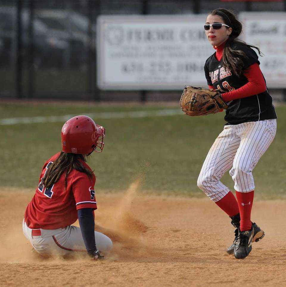 East Islip's Lindsey Zenk tags out Smithtown East's