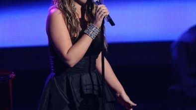 Lauren Alaina sings