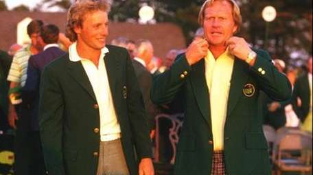 Jack Nicklaus receives his green jacket from Bernhard