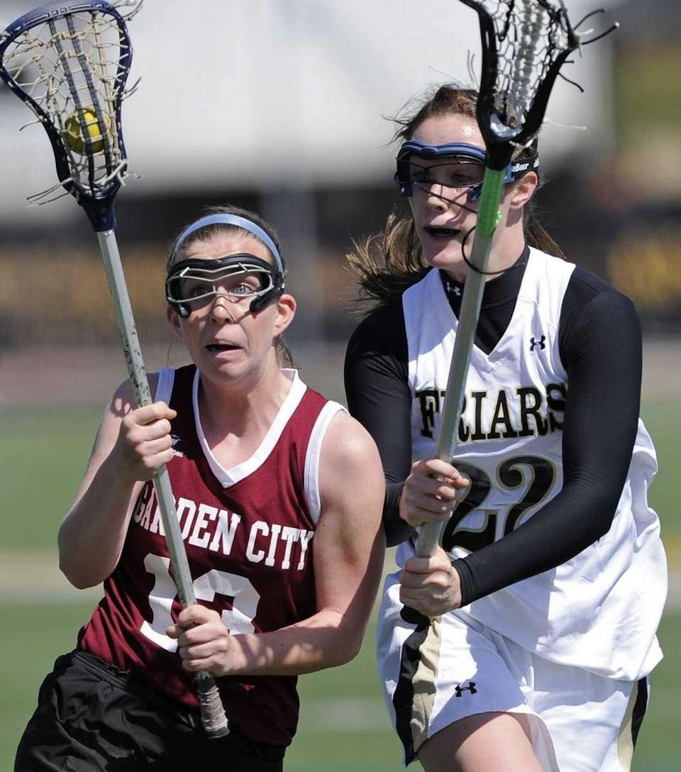 Garden City's Catherine Dickinson is defended by St.