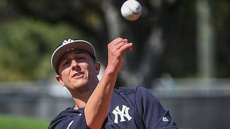 The Yankees' Troy Tulowitzki drills on the first