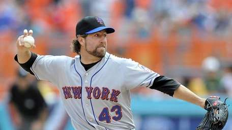 New York Mets pitcher R.A. Dickey throws against