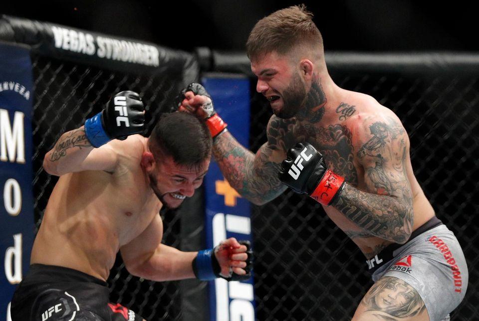 Cody Garbrandt, right, fights Pedro Munhoz in a