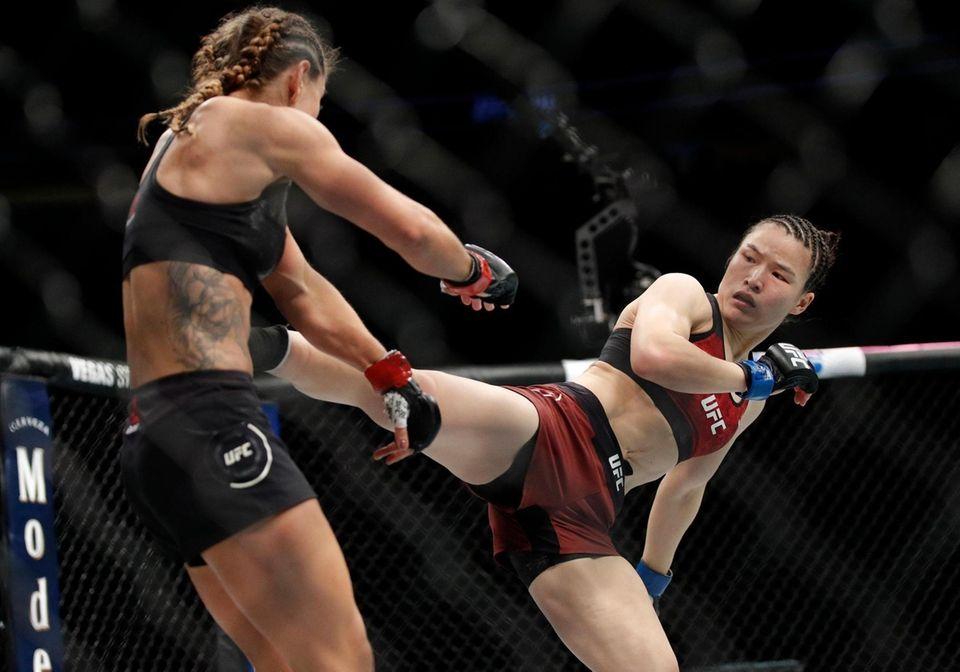 Weili Zhang kicks Tecia Torres in a women's