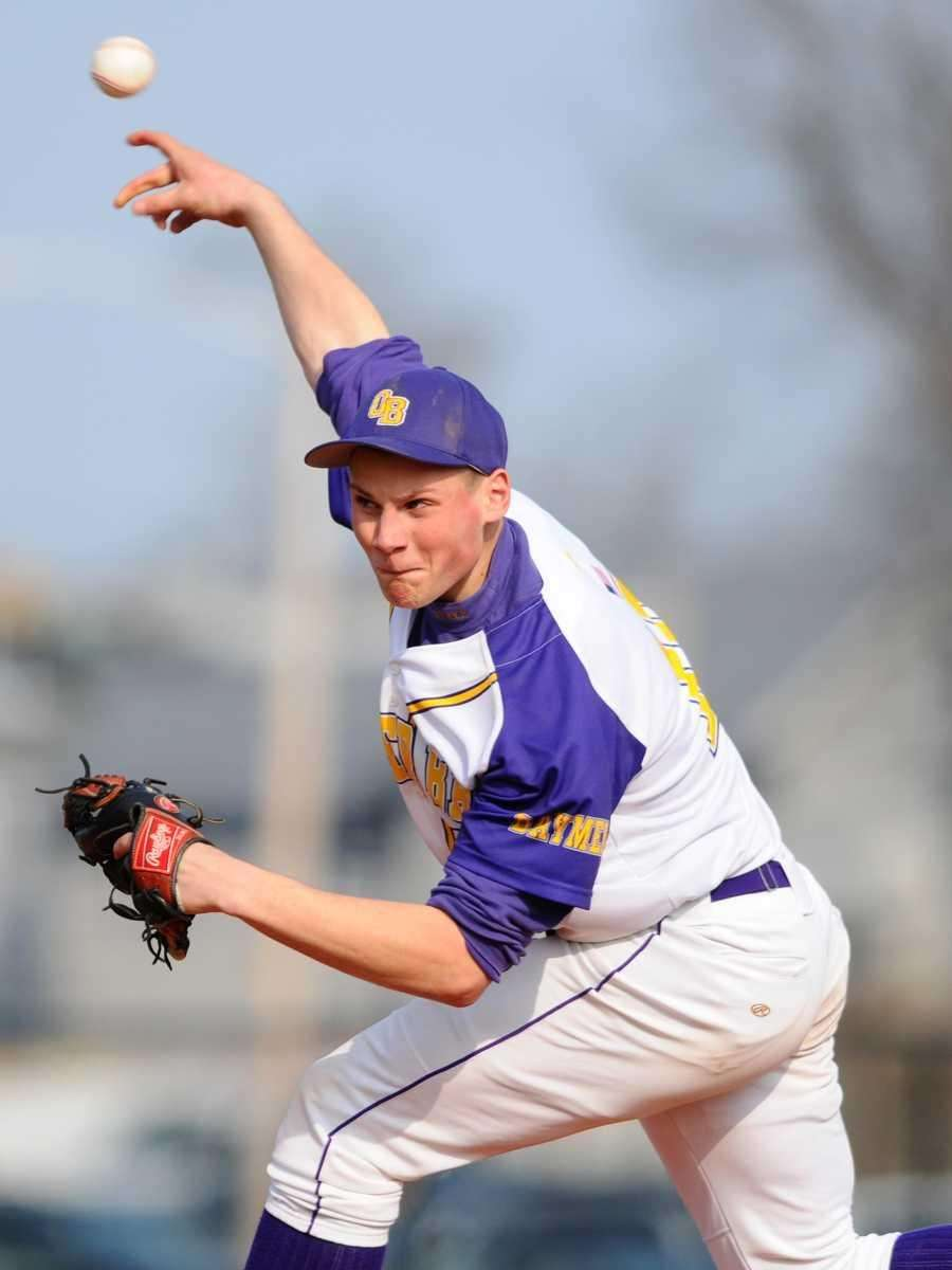 Oyster Bay pitcher Joe Siringo delivers to the