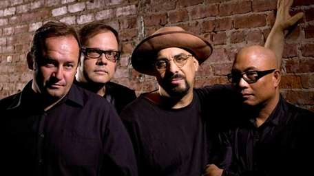 Power-pop band The Smithereens play Port Washington's Landmark