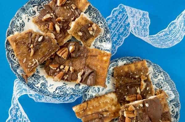 Chocolate-toffee matzoh bark is one of the dessert