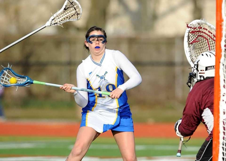 West Islip's Lerin Byrnes (15) prepares to shoot
