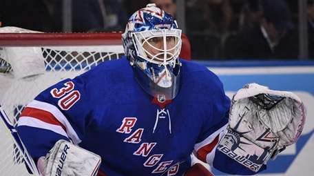 Rangers goaltender Henrik Lundqvist keeps his eye on