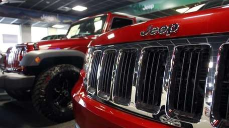 The front grill of a Jeep Grand Cherokee