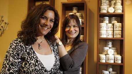 Roberta Perry, at left with sister Michelle Stark,