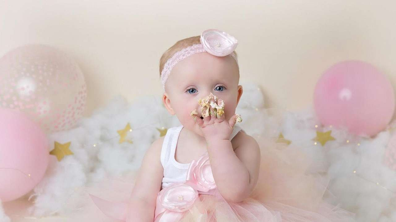4414cd9515198 Your baby s first year  Photo shoots