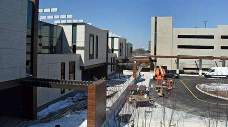 Construction of Memorial Sloan Kettering's 114,000-square-foot cancer center