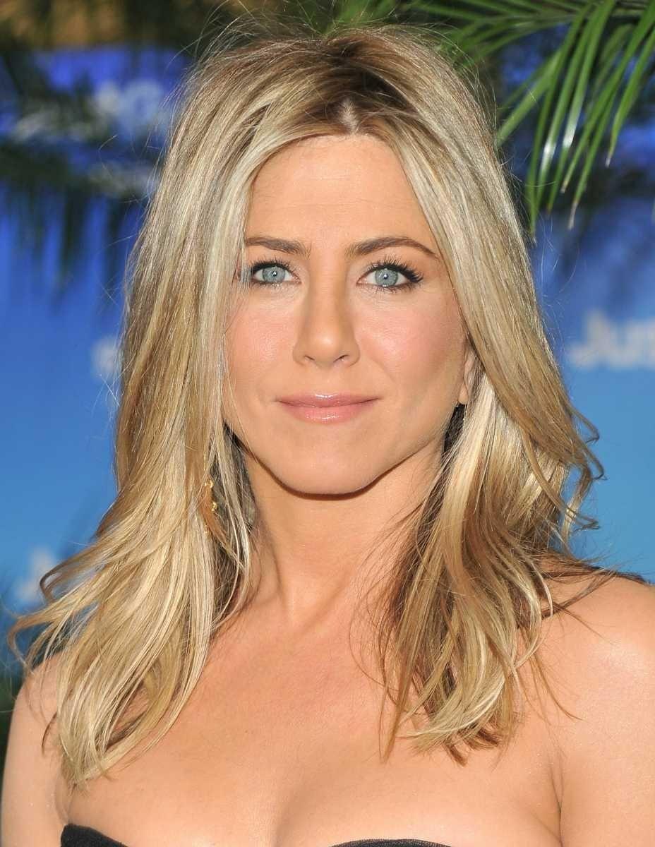 Stage name: Jennifer Aniston Birth name: Jennifer Linn