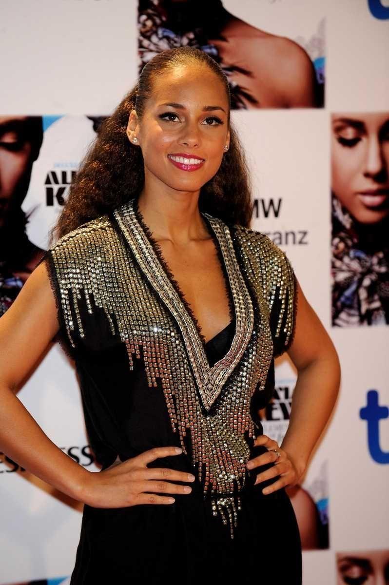 Stage name: Alicia Keys Birth name: Alicia Augello