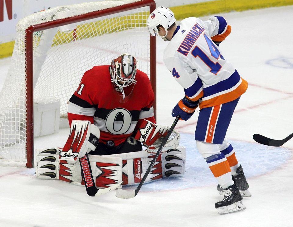 Ottawa Senators goaltender Anders Nilsson makes a save