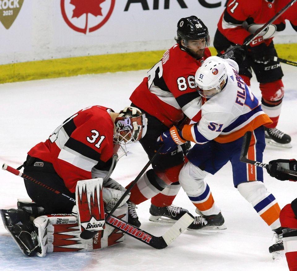 Ottawa Senators goaltender Anders Nilsson covers the puck