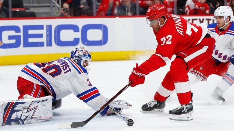 Rangers goaltender Henrik Lundqvist stops a shot by
