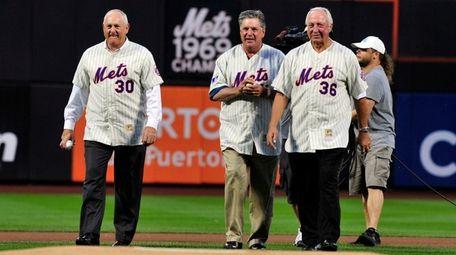 Former Mets pitchers, from left, Nolan Ryan, Tom