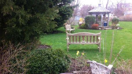 The garden outside Congregation Tifereth Israel Anshei in