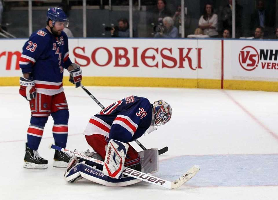 6) RANGERS BLOW THREE-GOAL LEAD VS. CAPS Apr.