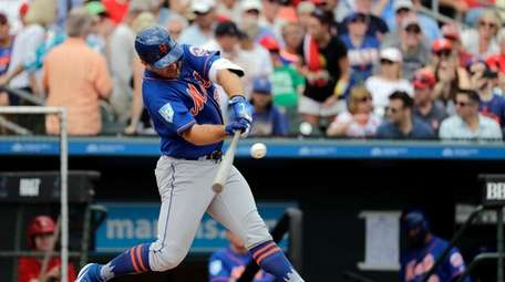 New York Mets Pete Alonso singles during the