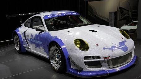 Facebook Porsche 911 GT R Hybrid