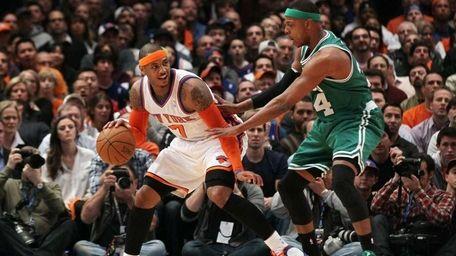Carmelo Anthony (7) of the New York Knicks