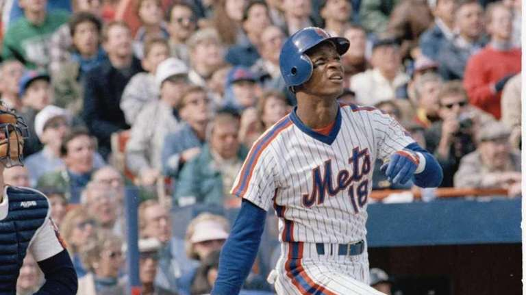 Darryl Strawberry of the New York Mets watches