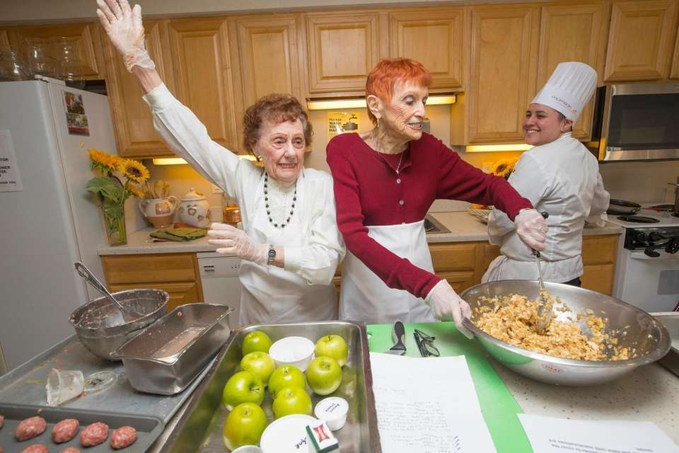 Esther Kaplan, 94, left, Anita Schoenbart, 86, residents