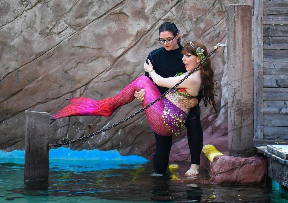 Pod member Kai Wagner AKA Mermaid Pearl carries