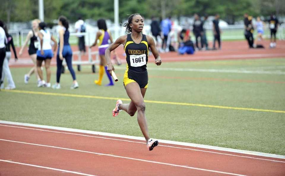 Uniondale's Monique Mitchell sprints to the finish line