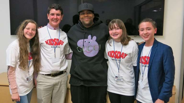 Actor Kenan Thompson talks with Long Island kids