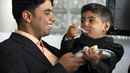 Iraqi boy Zeenabdeen Hadi rests in his uncle
