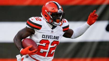 The Browns' Jabrill Peppers returns a punt against