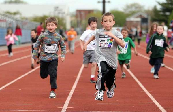 Tyler Glenn, 7, of Levittown outpaces the field