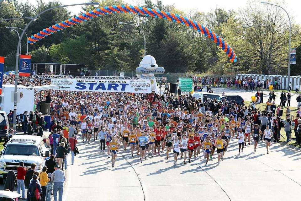 The start of the 2011 Long Island Marathon.