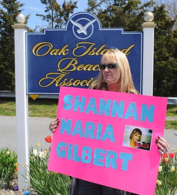 Mari Gilbert, Shannan Gilbert's mother, at entrance to