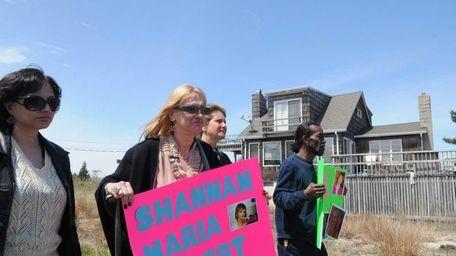 Mari Gilbert, the mother of Shannan Gilbert, walks