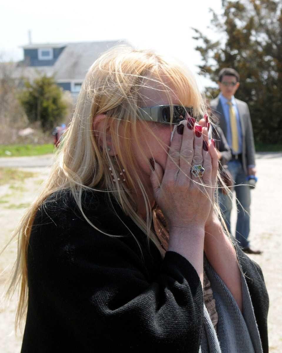 Mari Gilbert, the mother of Shannan Gilbert, reacts